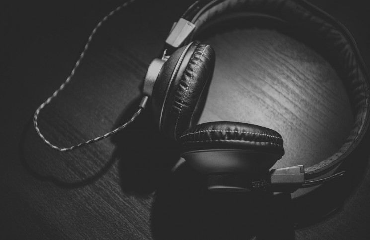 Headphones, Aboodi Shabi, Goaly Blog